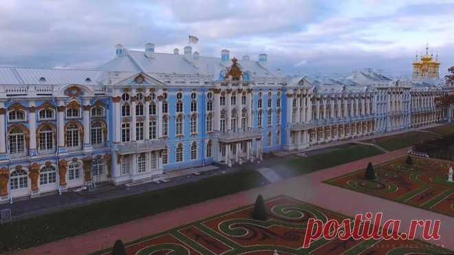 Slow flight over surprising Tsarskoye Selo during an autumn time. \u000d\u000aVideo: Mikhail Proskalov \/ St. Petersburg Live | Facebook