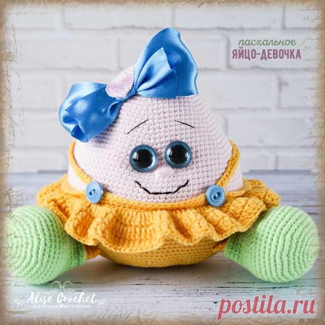 Вязаная игрушка крючком Пасхальное яйцо-девочка