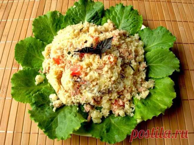 Салат из кус-куса с тунцом и овощами! Необычно и очень вкусно! Предлагаю вашему вниманию очень простой в приготовлении салат из кус-куса и овощей. Крупа это очень известна в восточных странах, но сейчас она широко распространена и у нас.Я очень люблю кус-кус в с...