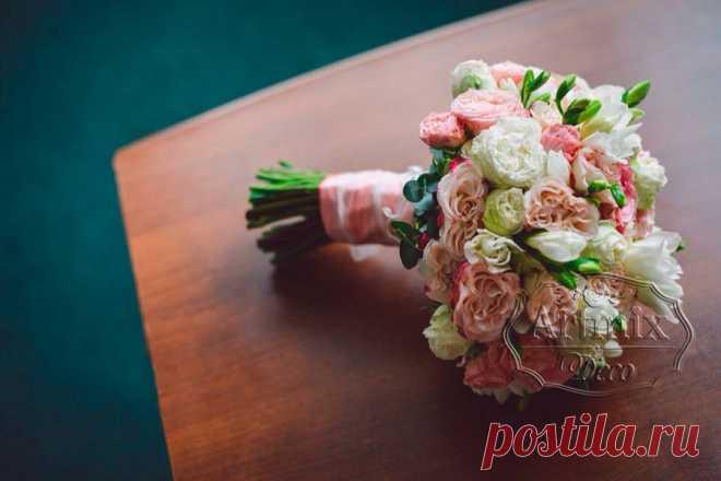 Букеты невесты букет из живых цветов на свадьбу букет