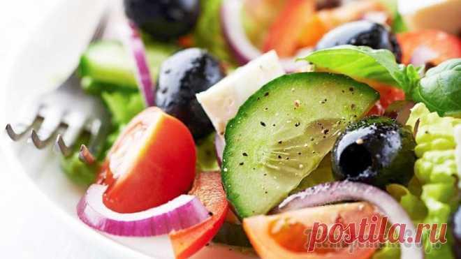 Настоящий Греческий салат Настоящий греческий салат и заправка для греческого салата. Полезное питание, кето рецепты. Быстрый рецепт за 5 минут. Ингредиенты (на 2 порции): Огурец (крупный) - 1 шт. Помидоры - 100 г. Красный лук...