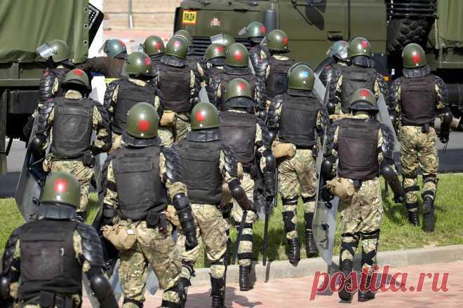 Протестующие начали постройку баррикад в Минске Протестующие начали строить баррикады вцентре Минска. Обэтом сообщили очевидцы. Участники оппозиционного марша приносят наулицу Тимирязева водоналивные блоки идругие подручные м…