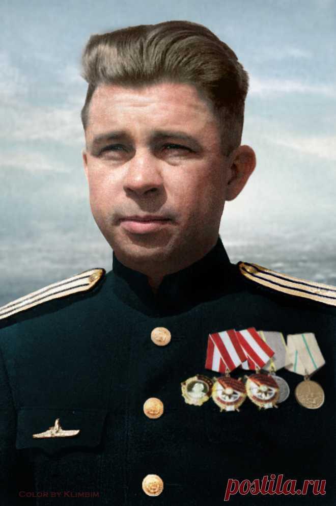 Морской офицер, которого на зоне боялись даже воры в законе  https://www.youtube.com/watch?v=OWzXmOZliso&t=149s  Один из взглядов на жизнь и деятельность подводника, офицера, командира легендарной подводной лодки С-13, одессита, героя Советского Союза Алек…