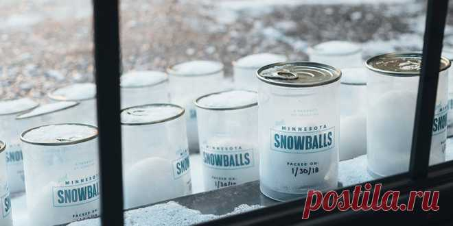 The advertizing agency from the USA installed the automatic machine with snowballs for advertizing of the staff