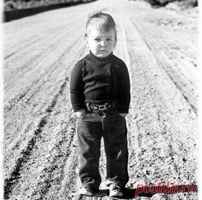 Родительская депривация или синдром «недолюбленности»    Депривация (лат. deprivatio — потеря, лишение) — психическое состояние, вызванное лишением самых необходимых жизненных потребностей (таких как сон, пища, жилище, общение ребёнка с отцом или матерью, и т. п.) либо лишением благ, к которым человек был привычен долгое время.    В данной статье речь пойдёт именно о депривации родительской, выражающейся в недостаточном воспитании, заботе, эмоционально тёплого и близкого о...