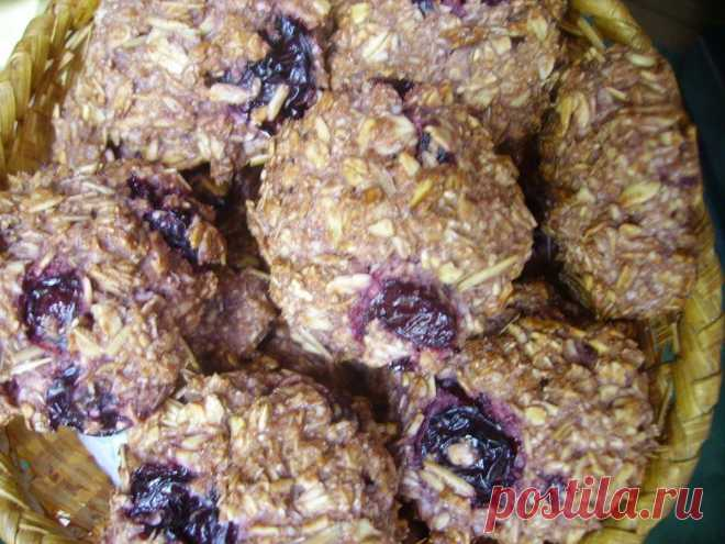 Некалорийное печенье из овсяных хлопьев с вишней