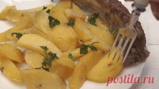 Изумительно вкусная картошка с ребрышками: готовим в духовке