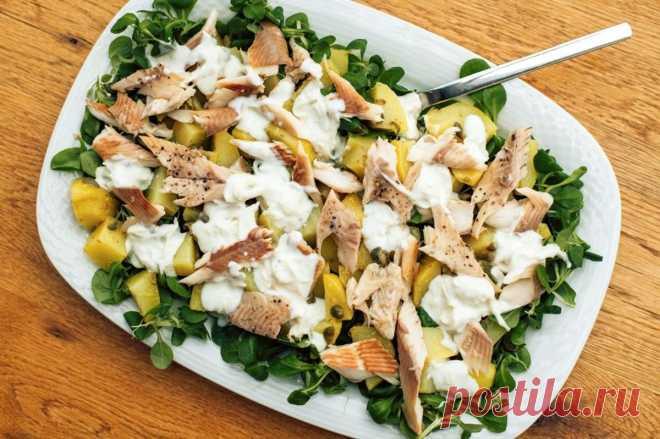 Салат с отварной картошкой и рыбой