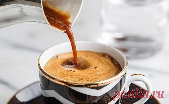 Делаем крепкий кофе с пенкой в турке: получается лучше, чем в кофемашине Сегодня, когда повсеместное развитие получили кофемашины, многие отдают предпочтение кофе в них. Но если в распоряжении есть обычная турка, то и в ней можно получить кофе такой же крепости и...