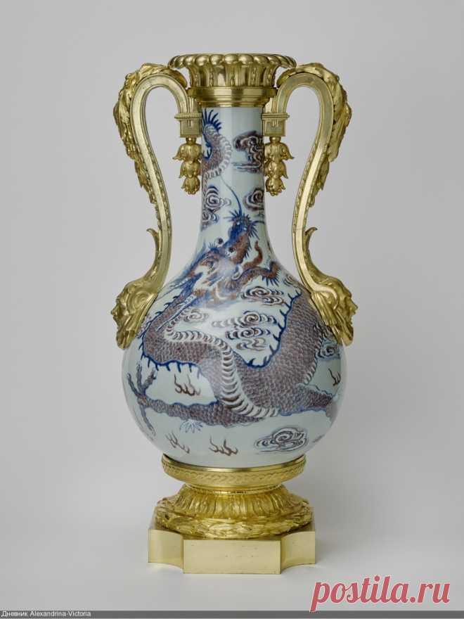 Антикварный китайский фарфор с позолотой 17-19 в из Royal Collection Елизаветы II. (2)