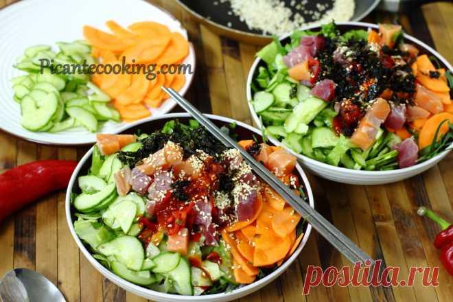 Корейський суші-салат з сирою рибою (Hoedeopbap) Класичний корейський суші-салат з сирою рибою для всіх лінивих любителів суші та корейської кухні.