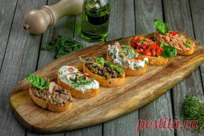 Традиционной закуской итальянской кухни по праву считается брускетта. Рецепт с фото поможет приготовить изысканное угощение самостоятельно.