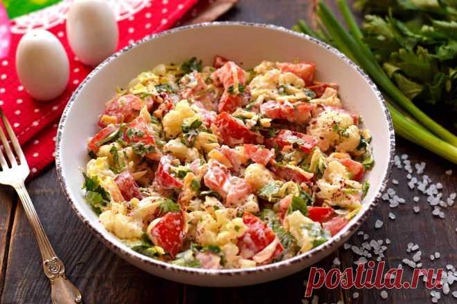 Салат из цветной капусты, помидоров и сыра
