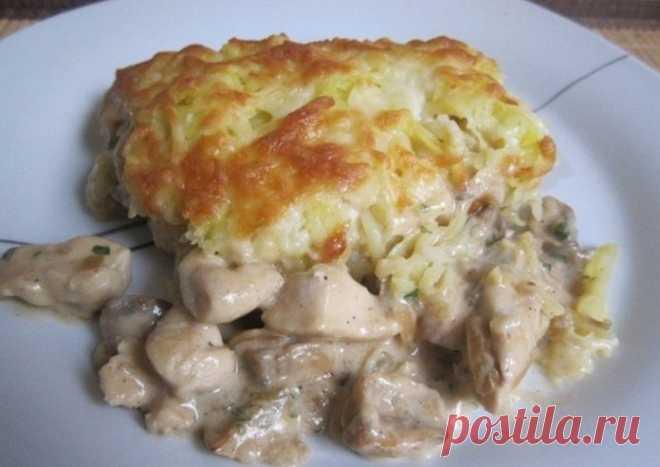 Курица с грибами запечённые под картофельной шубой — нереально вкусно    Даже не сомневайтесь — готовьте побольше!          Ингредиенты: куриная грудка — 2 штукикартофель — 3-4 среднихгрибы — 250 грлук — 1 головкасливки — 150 гр (у меня 15%)молоко — 250 млмука — 1 ст.л.…