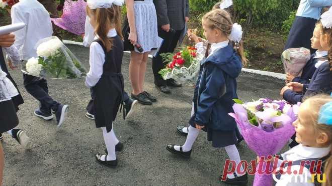 Уже 20. Омские школы начали массово закрывать на карантин - Новости Mail.ru
