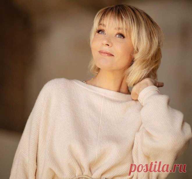 Как 51-летней Юлии Меньшовой удается выглядеть свежей и юной — посмотрим на фото Желание остаться молодой есть у каждой женщины. Юлия Меньшова в 51 год с этим отлично справляется. На ее примере посмотрим, какие способы лучше использовать для того, чтобы выглядеть молодо. Источник фото https://www.instagram.com/p/CLGfUvNru_-/ Источник фото https://www.instagram.com/p/CLGfUvNru_-/ Первое, на что... Читай дальше на сайте. Жми подробнее ➡