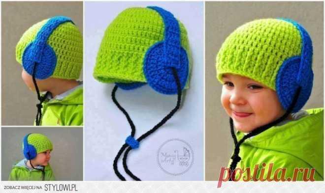 Hat with earphones