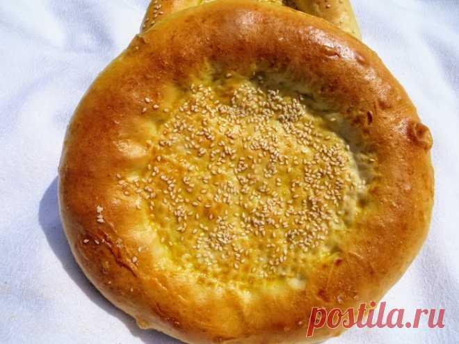 Узбекские (тандырные) лепешки в духовке     Готовим узбекские (тандырные) лепешки в домашней духовке, процесс простой, продукты еще проще! На вкус как настоящие, повторяйте на здоровье!Для начала подготовим продукты.  мука 600 гр дрожжи 2 ч…