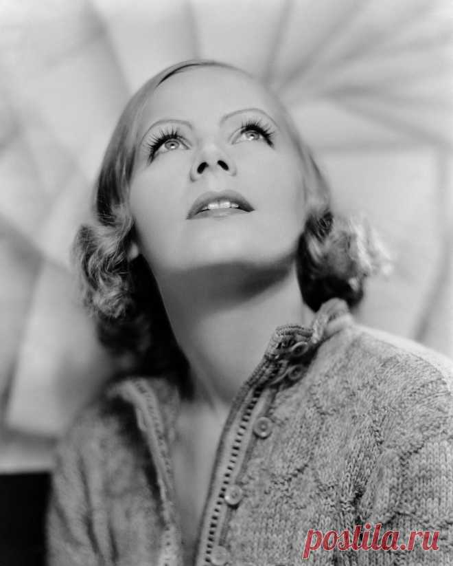 Greta Garbo photographed by Clarence Sinclair Bull, 1932.