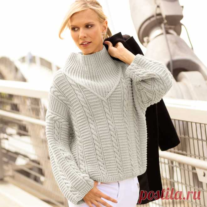 Light gray sweater with \