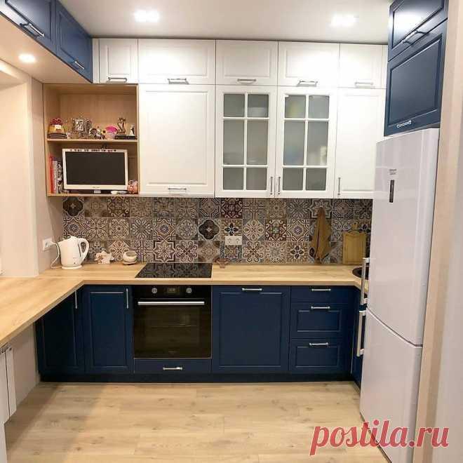 Использовали на маленькой кухне каждый свободный сантиметр, даже над окном нагородили шкафы   Oikodomeo   Яндекс Дзен