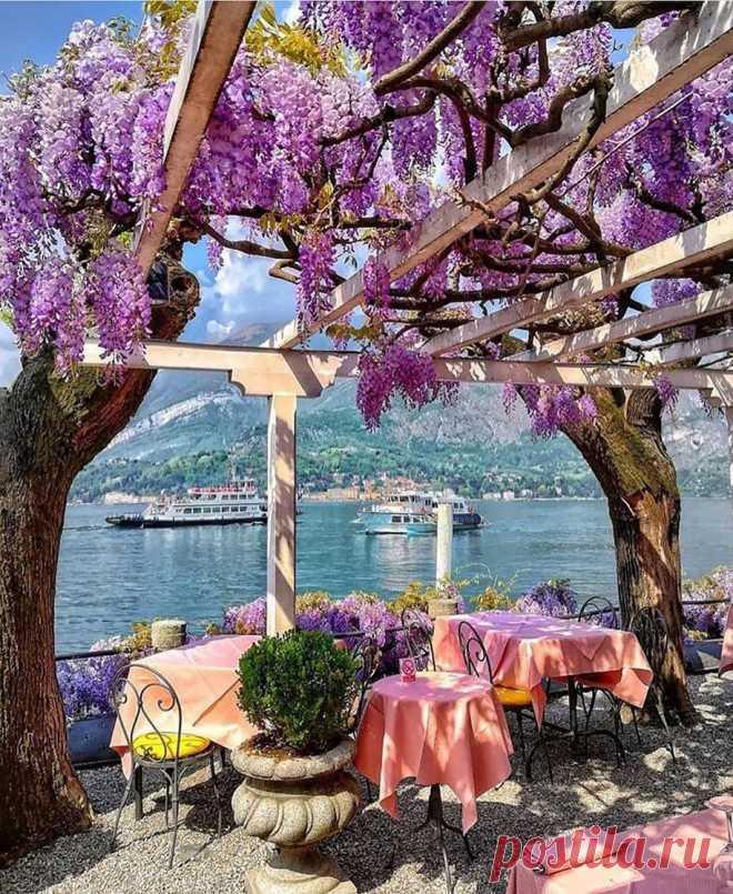ღПотрясающий ресторанчик с видом на озеро Комо, Италия.