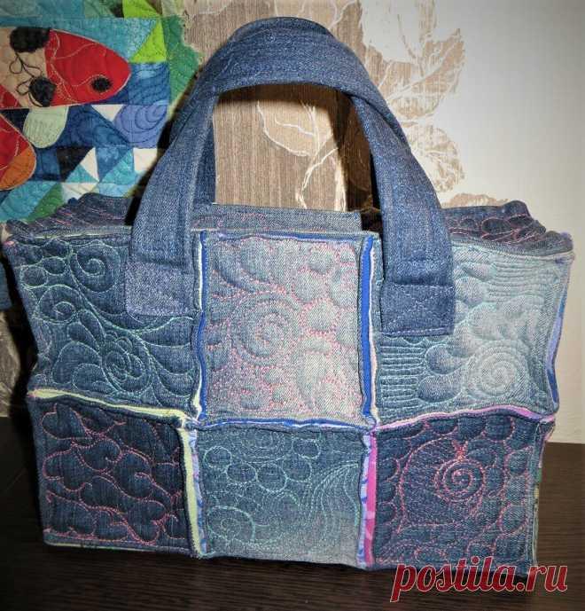 Маленькая экспериментальная сумочка из джинсовых блоков .