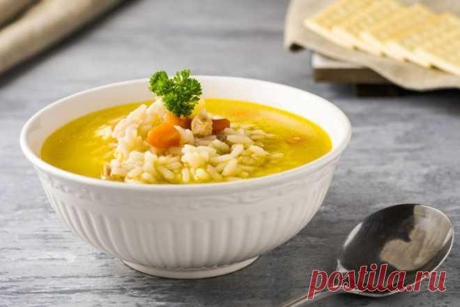 20 рисовых супов, которые станут вашими любимыми Хочешь разгрузить желудок или просто поесть полезной пищи? Свари легкий рисовый суп. Он прекрасно утоляет голод, заряжает энергией и главное — быстро готовится. Рассказываем 20 замечательных рецептов рисового супа!