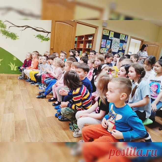 В нашем детском саду состоялось выступление выездного театра. Кукольный спектакль, приуроченный ко Дню Космонавтики, развлек, а еще открыл для ребят много нового. Выездной детский кукольный спектакль, приуроченный ко Дню Космонавтики, порадовал всех воспитанников, посещающих наш детский сад. Весело и поучительно Два друга Знайкин и Кудряшка решили разыграть для ребят спектакль. Знайкин предложил показать поучительную историю, но Кудряшка хотела веселую