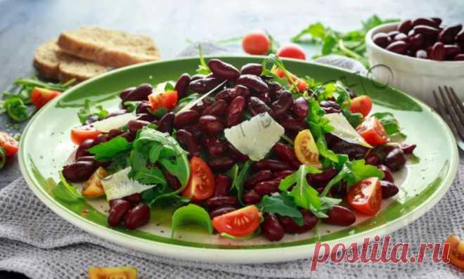 Полезный салат из красной фасоли с помидорами  Полезный салат из красной фасоли с помидорами Это невероятно красивый салат, постный, но сытный, он отлично впишется в меню диетпитания и праздничного стола. Вкус и аромат его запомнятся вашим гостям надолго! Приготовление очень простое, не требует никаких специальных навыков. Сохранить Поделиться Распечатать Ингредиенты фасоль консервированная - 1 банка; кинза - по вкусу; чеснок - […]