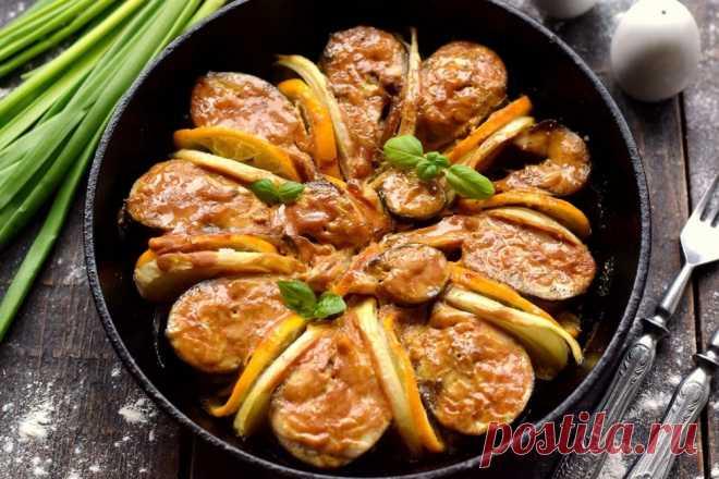 Скумбрия в духовке с луком и лимоном