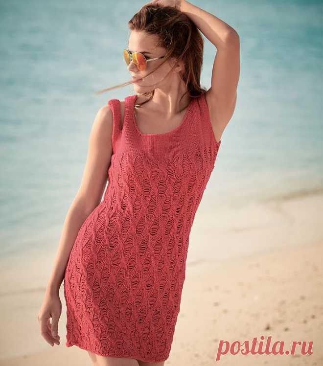 Вязаное платье спицами кораллового цвета на бретелях - Портал рукоделия и моды