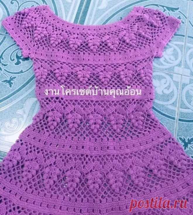 Sukienka szydełkowana wzór winogron. Delikatny szydełkowy wzór sukienki