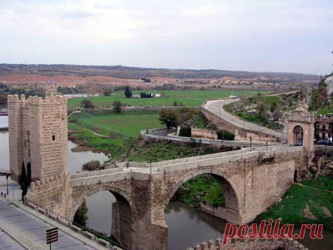 «Название моста произошло от арабского слова «аль-кантара», что означает «мост». Не надо его путать с Алькантарским мостом, который располагается в провинции Касерес. » — карточка пользователя tania.g2018 в Яндекс.Коллекциях