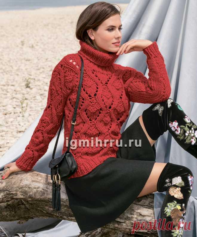 Красный свитер из толстой пряжи, с крупным ажурным узором. Вязание спицами
