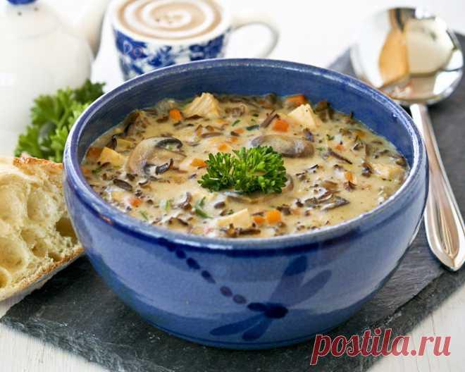 Американский суп с диким рисом, грибами и курицей