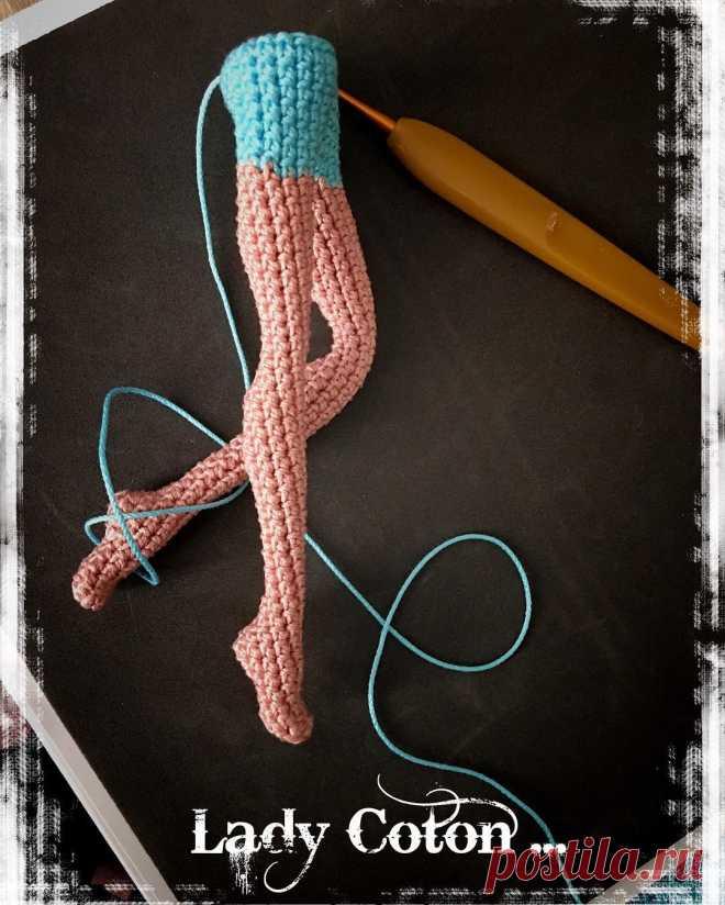 Gothic girl, unique crocheted art doll, amigurumi   Read mor…   Flickr   824x660
