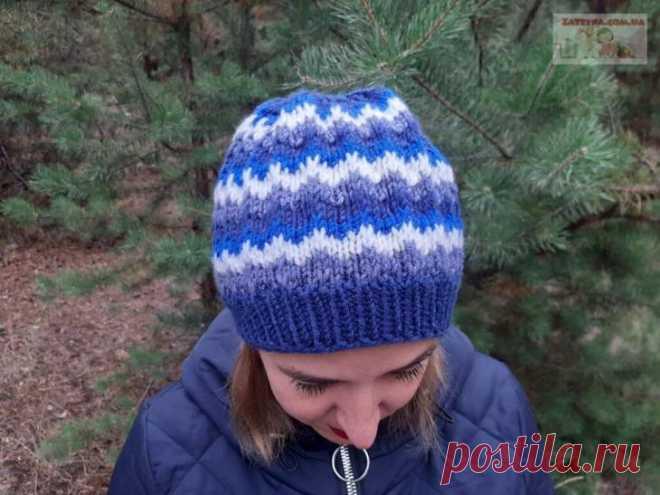 Женская шапка узором «Ленивый жаккард» Если у вас собрались остатки пряжи, предлагаю связать женскую шапку спицами узором «Ленивый жаккард». Шапка вяжется легко, быстро и просто, без швов, получается теплой и удобной.Для вязания нам понадо...