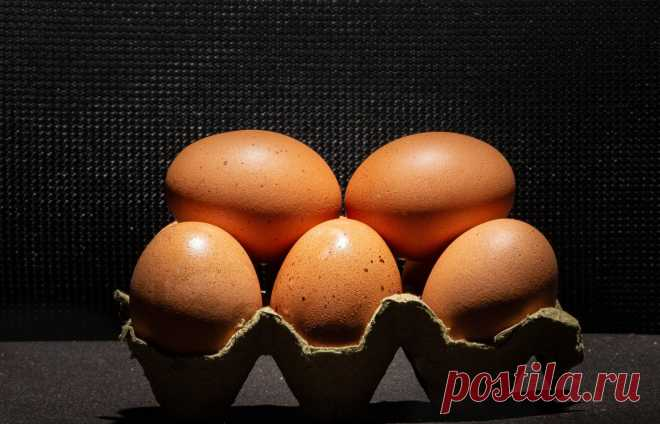 Как сварить яйца вкрутую без кастрюли и воды | Food Time | Пульс Mail.ru Варить яйца в кипятке — это всего лишь один из способов приготовления их вкрутую, и, хотя это традиционный метод, на самом деле вам вообще не...