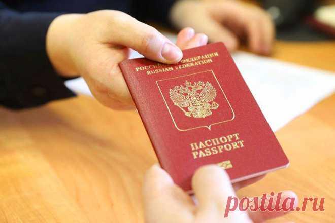 Жители ДНР прибыли в РФ для получения российских паспортов