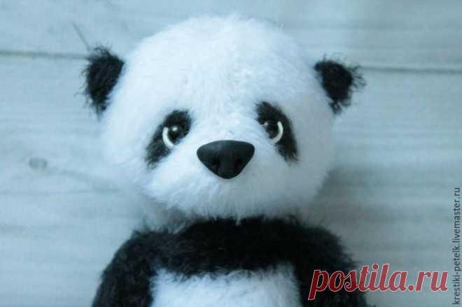 Вяжем крючком милого медвежонка-панду