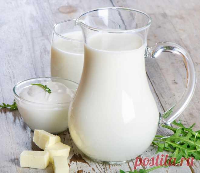 Как определить жирность молока в домашних условиях? Определить жирность молока в домашних условиях можно с помощью линейки:   На прозрачный чистый, насухо вытертый стакане сделать черту на уровне 10 см.  Стакан должен быть прямой. Если стакан с высоким дном, то отмерять 10 см следует от этого дна, а не от стола. Налить в стакан свежего молока до отметки и оставьте на 6-8 часов при комнатной температуре.