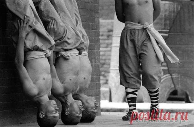 10 фактов о реальных практиках Шаолиня, которые удивят кого угодно Монахи Шаолиня всегда были закрыты для мира. Некогда скромный монастырь, основанный в китайской провинции Хэнань, веками раздвигал границы человеческого сознания, тела и духа. После страшного пожара в...