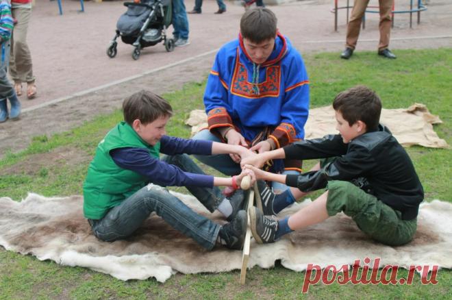 «Перетягивание палки» - народная детская игра | Игры с детьми от года до семи | Яндекс Дзен