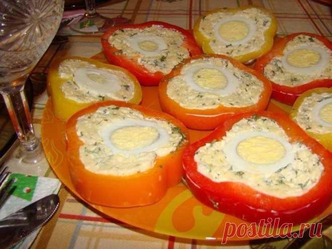 Перец с сырной начинкой и яйцом