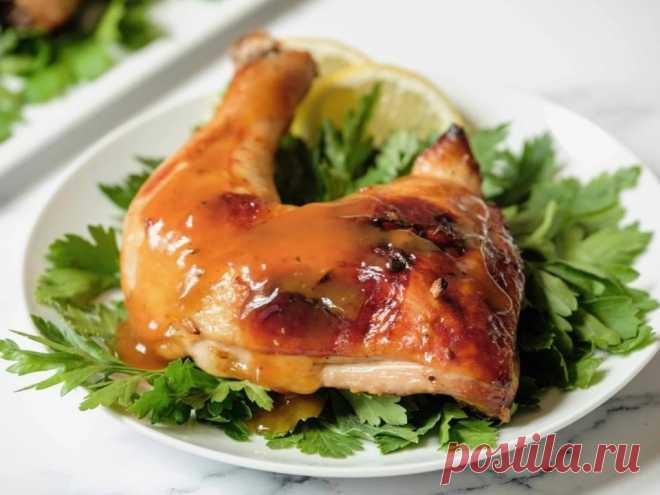 Курица с медом и чесноком Курица с медом и чесноком пользуется популярностью у моих давних читателей. Целые куриные ножки маринуют, затем обжаривают, затем покрывают восхитительным ароматным соусом