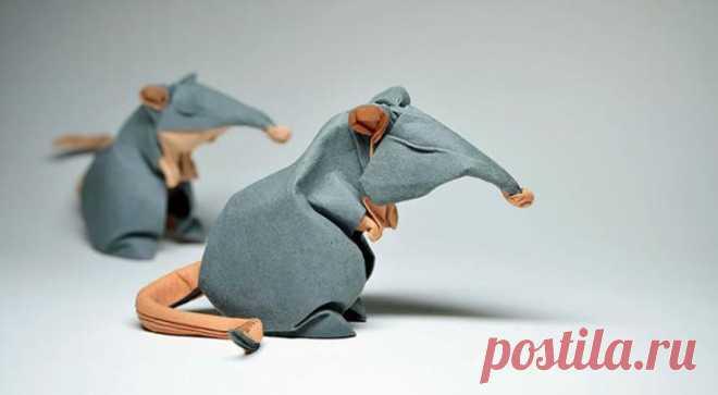 Сыровато: оригами от Хоанга Тьен Куета Вообще оригами — геометричное искусство, но вьетнамский художник Хоанг Тьен Кует с использованием сложной техники «влажного складывания» делает волнистые бумажные фигуры. Это придает его работам скуль...