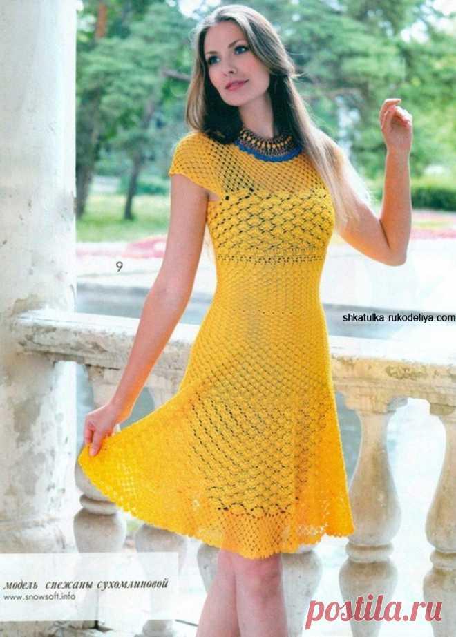 Приталенное платье крючком.