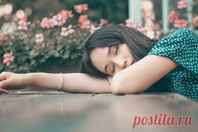 Как быстро уснуть, хорошо выспаться и легко проснуться Вы должны уметь быстро уснуть, хорошо выспаться и быстро проснуться — этому можно и нужно научиться. Вам ведь известно — чтобы быть красивыми, здоровыми и успешными — надо… очень хорошо спать! Именно тогда организм может восстановиться, набраться сил и принести много пользы своему владельцу в течение дня. Правила хорошего сна
