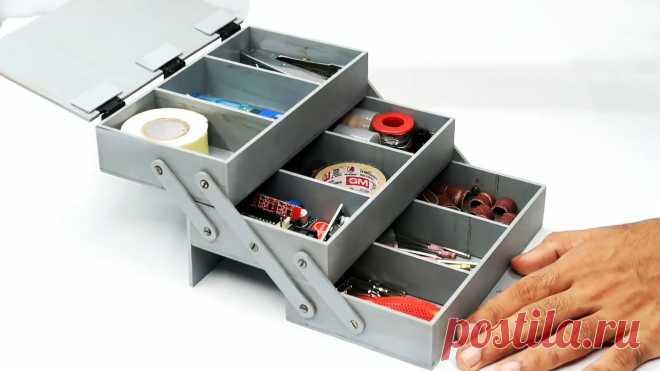 Как сделать ящик для инструментов из ПВХ труб Для хранения саморезов, мелких отверток, насадок на бормашину и сверл, требуется ящик с множеством отделов. При наличии ненужных обрезков пластиковых канализационных труб, его возможно сделать своими руками. Самодельный ящик будет намного удобней покупного, ведь каждую ячейку в нем можно сделать